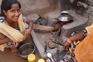 KOKEN OP KOEIENKAK IN INDIA